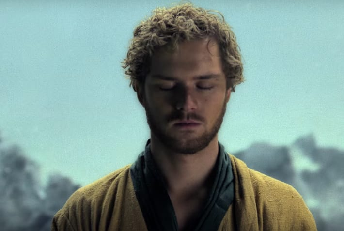 Finn Jones, dans la série Iron Fist