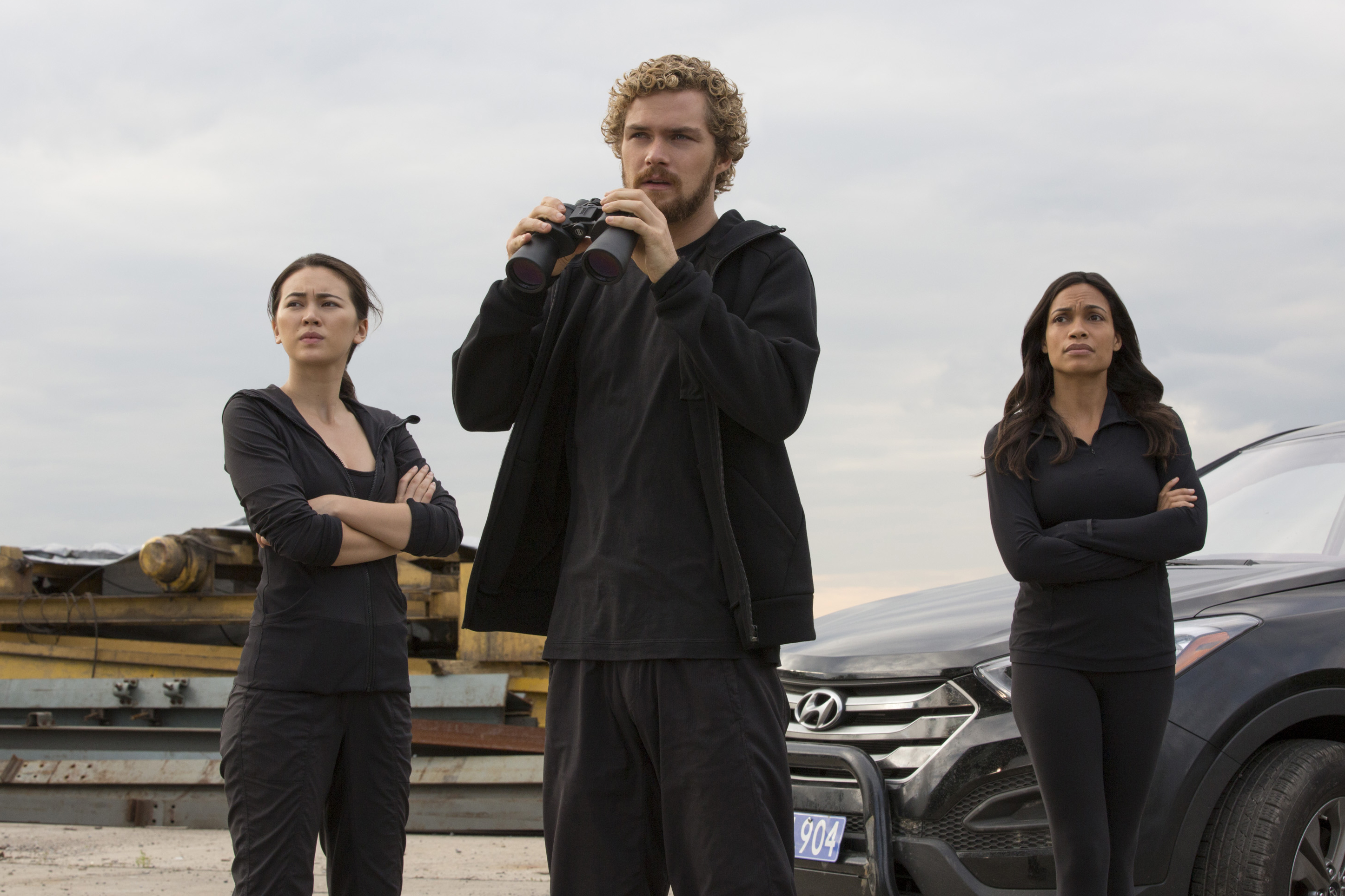 Danny Rand, Claire Temple et Colleen Wig dans Iron Fist