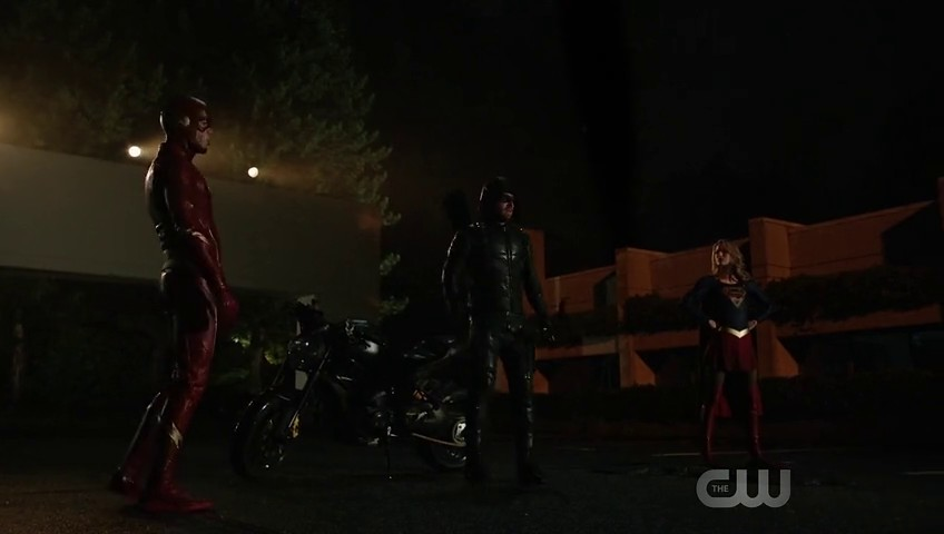 Image de Flash, Arrow et Supergirl dans l'épisode 8 de la saison 6 de Arrow