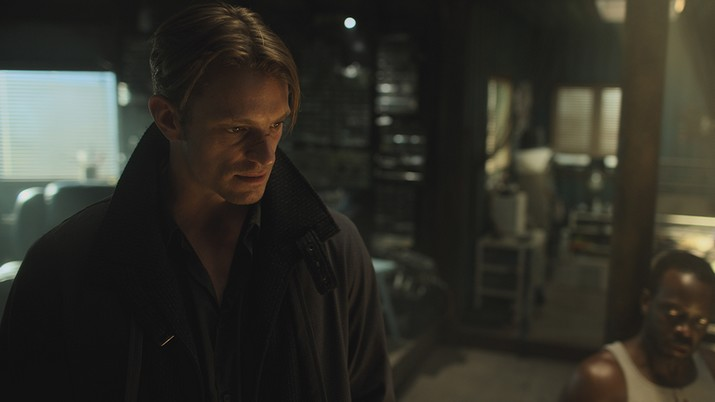 Image de Takeshi Kovacs dans la saison 1 de Altered Carbon de Netflix