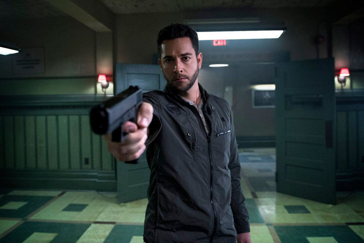 Zachary Levi a l'air d'être le bad-guy de la série